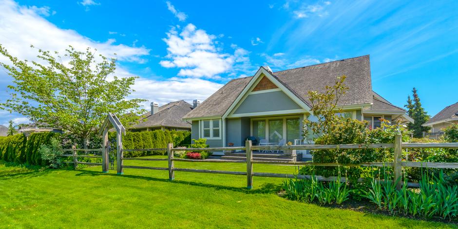 Что выгоднее: купить готовый дом или построить самому?