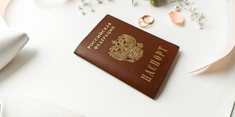 Штампы в паспорте отменили: какие риски для сделок с жильем?