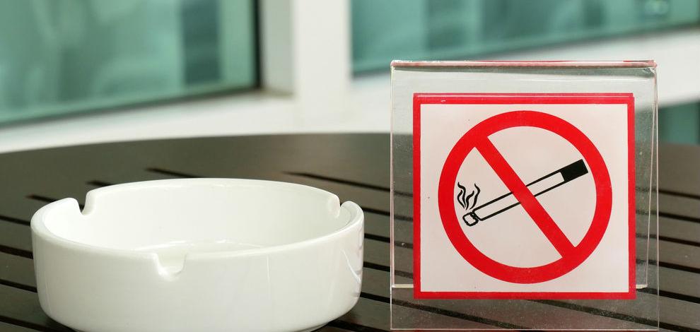 Курение на балконе в своей квартире: можно или нельзя