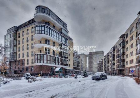 Продаётся 6-комнатная квартира, 486 м²