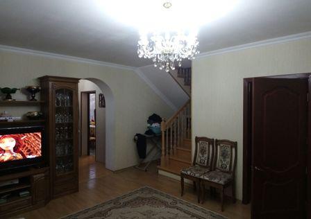 Продаётся 2-этажный дом, 185 м²