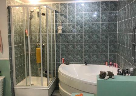 Продаётся 3-комнатная квартира, 132.4 м²
